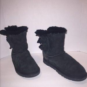 UGG Black. size 6. women's